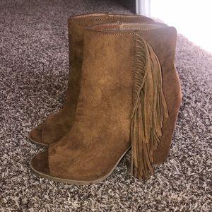 Open toe tassel heels
